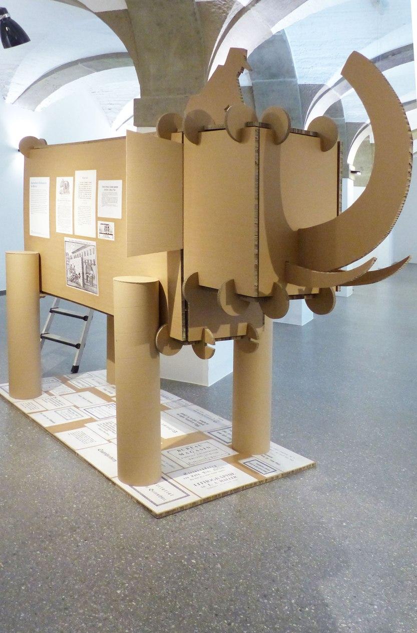 Ein Elefant aus KArton